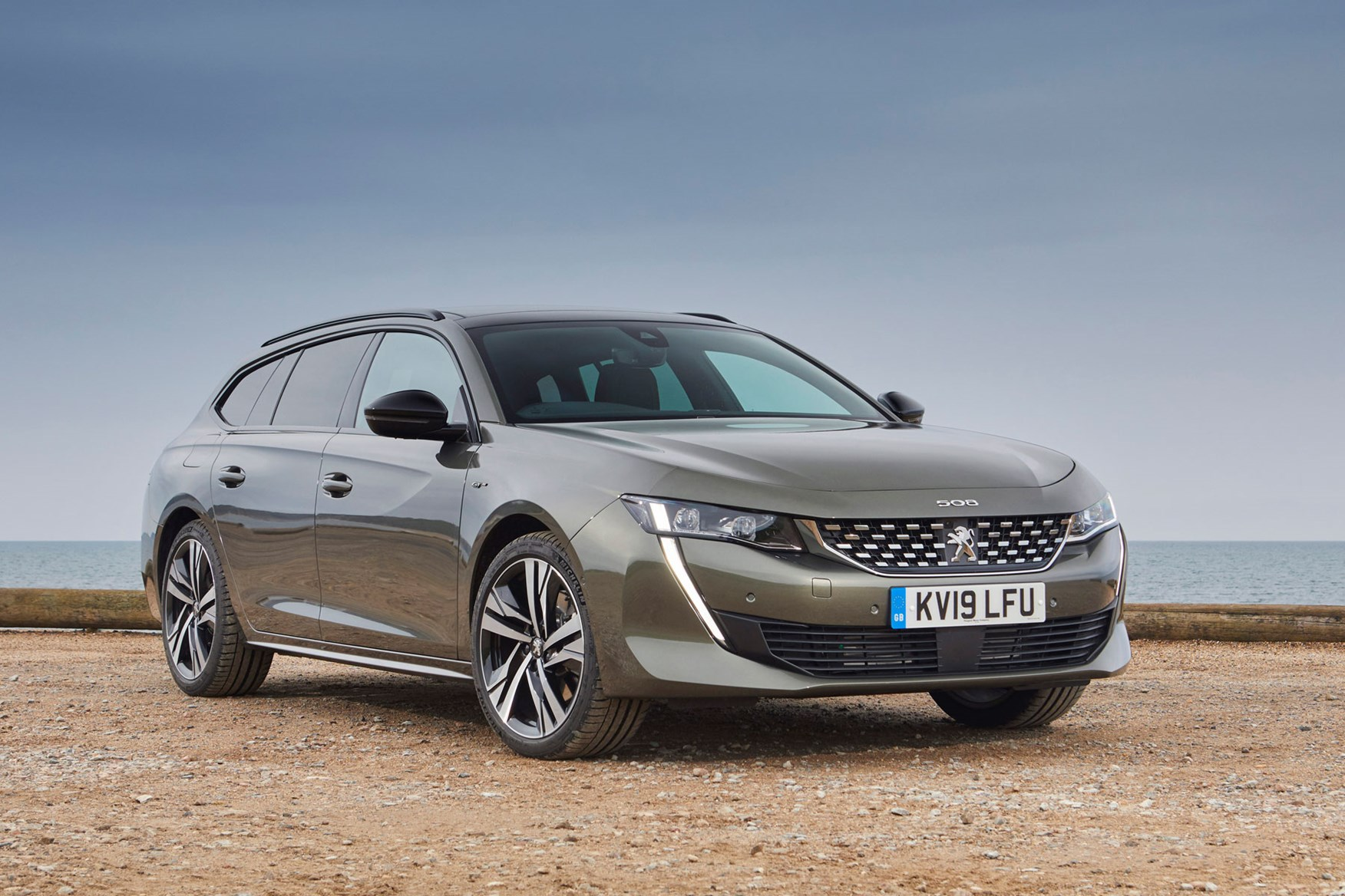 How Much Is A Land Rover >> Peugeot 508 SW (2019) Practicality & Boot Space | Parkers