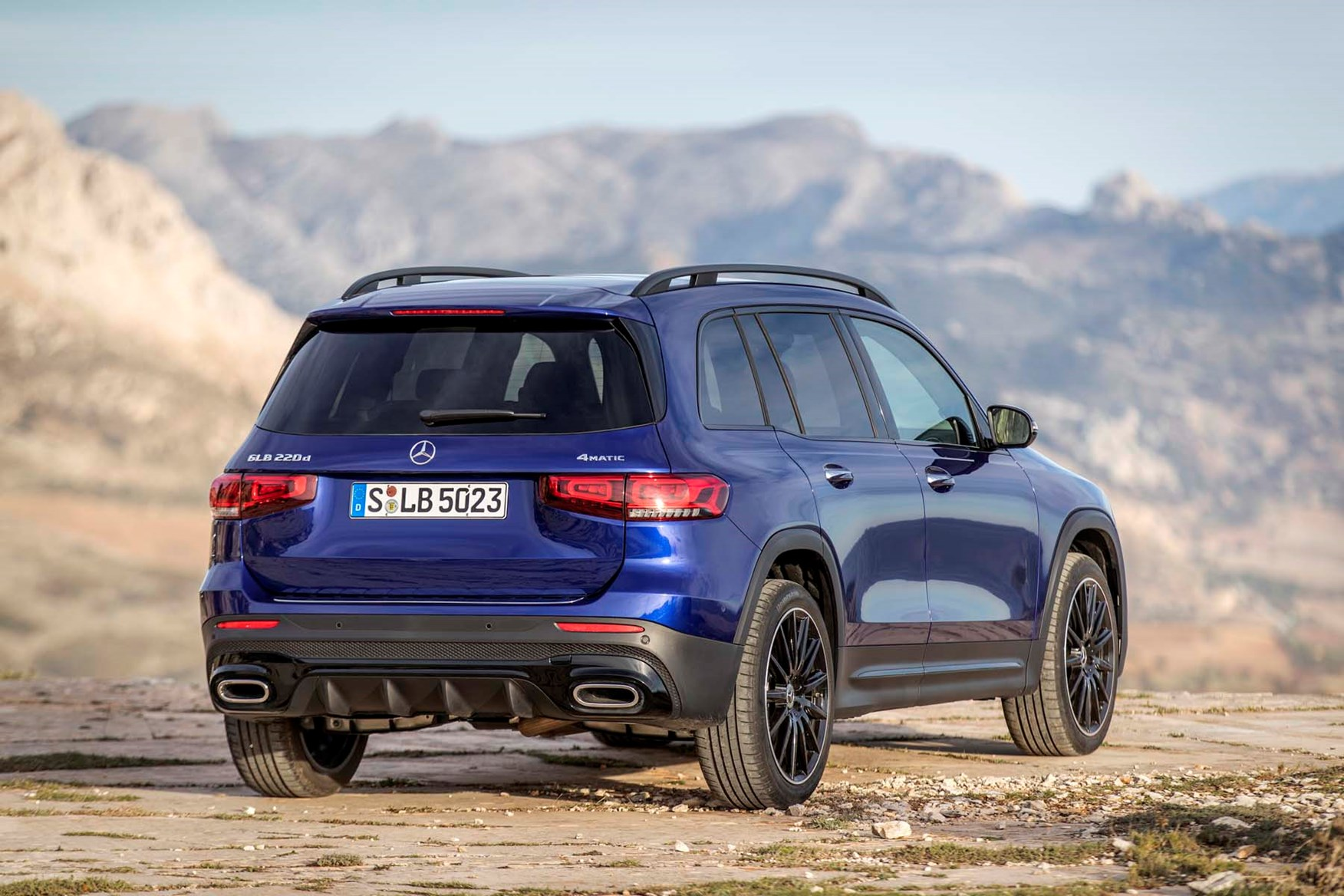 Mercedes-Benz GLB (2020) Practicality, Boot Space ...