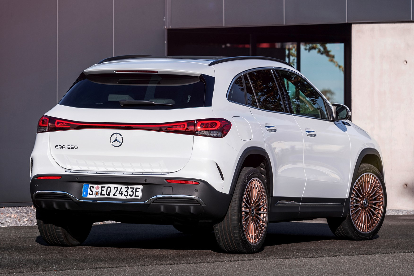 Mercedes-Benz EQA Review (2021) | Parkers