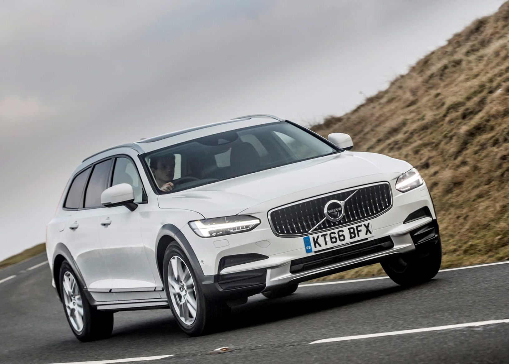 White 2017 Volvo V90 Cross Country front three-quarter dynamic