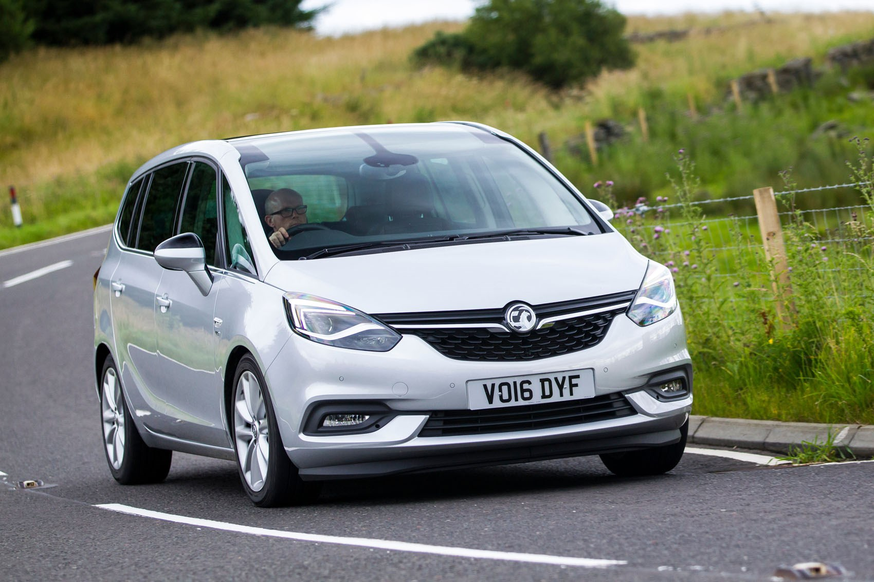 vauxhall zafira tourer 2012 photos parkers. Black Bedroom Furniture Sets. Home Design Ideas