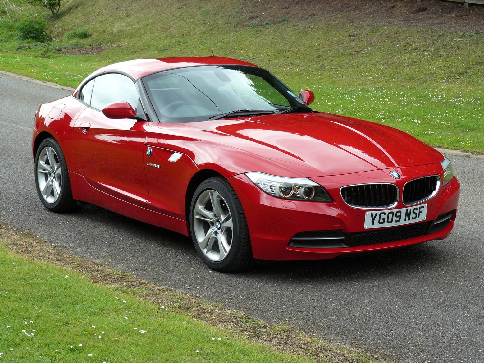 bmw z4 roadster 2009 photos parkers. Black Bedroom Furniture Sets. Home Design Ideas