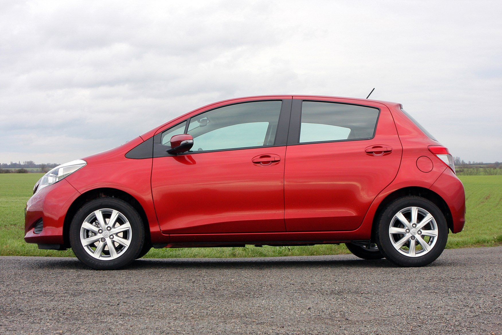 featured cars for sale toyota yaris hatchback 1 33 vvt i icon 5d