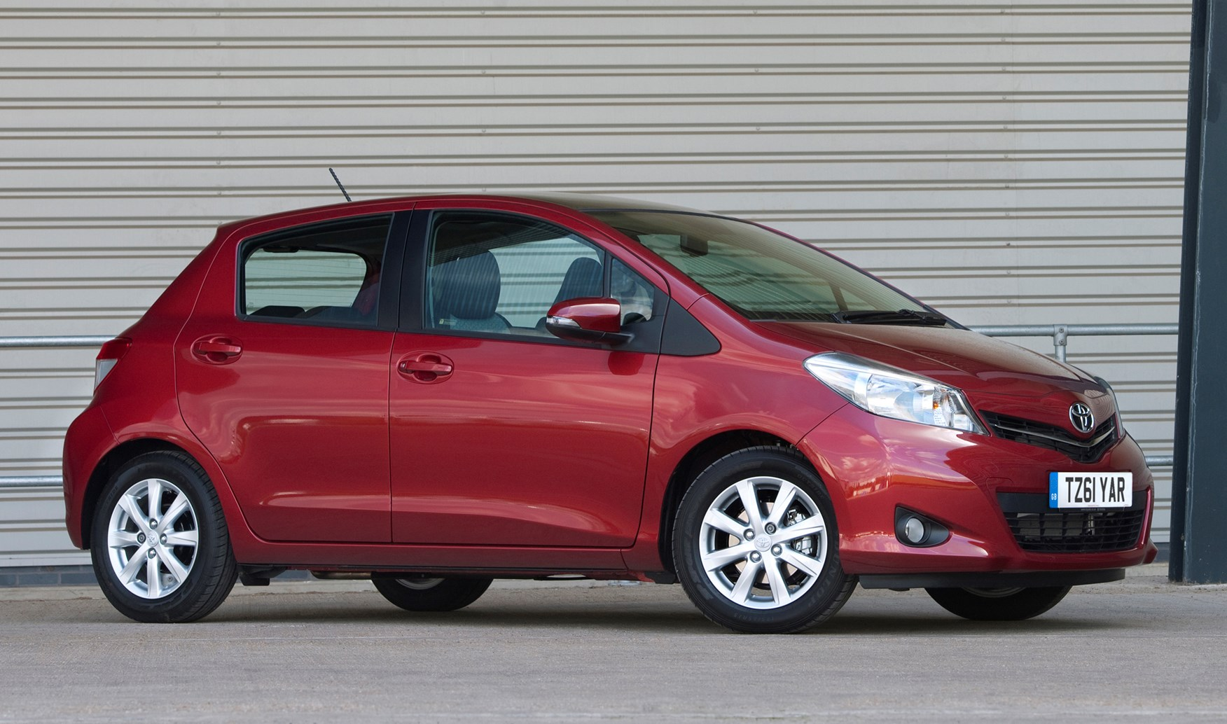 toyota yaris hatchback 2011   photos parkers