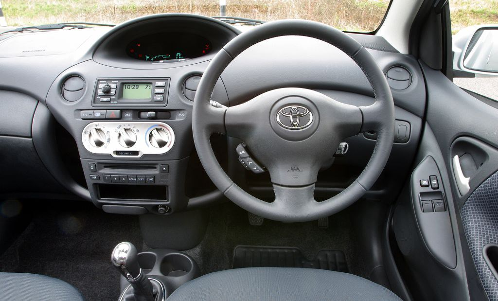 Toyota yaris hatchback 1999 2005 driving performance for Interior toyota yaris