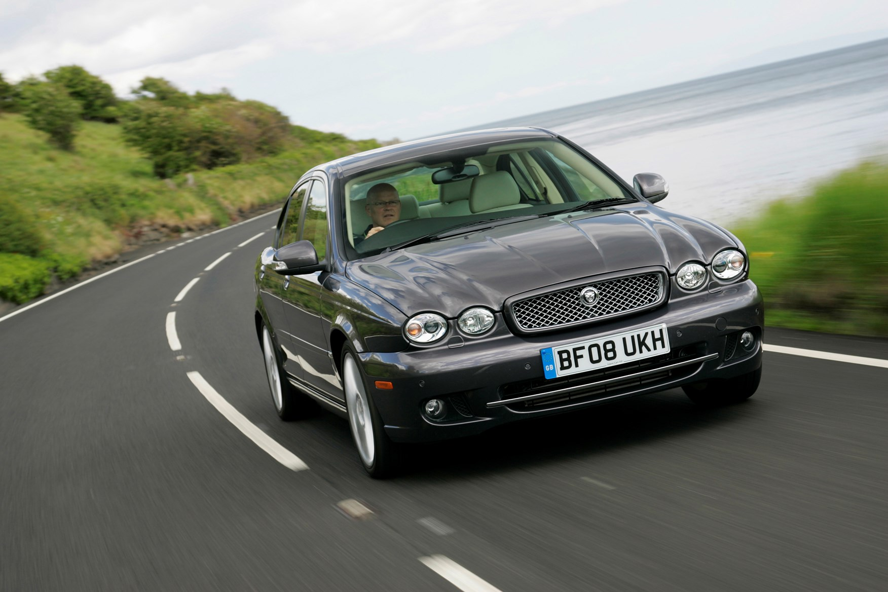 View all images of the jaguar x type saloon 01 10