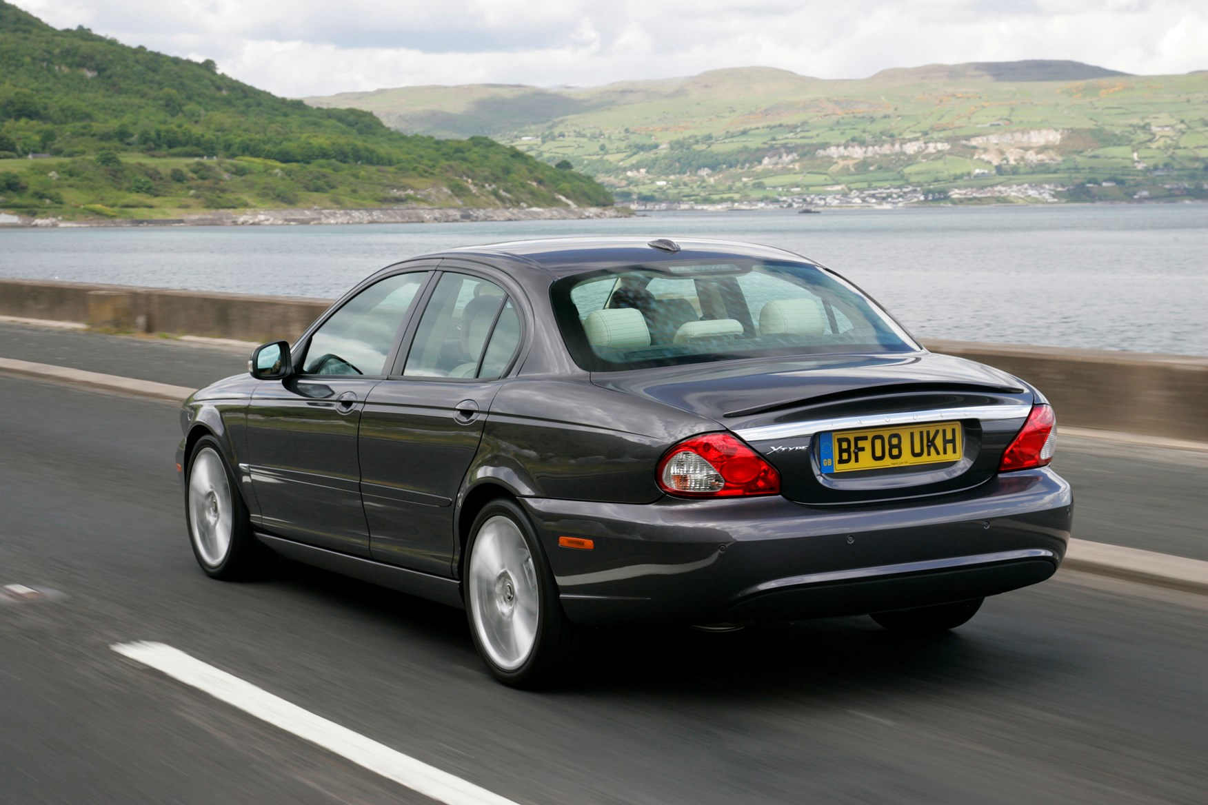jaguar x type saloon 2001 2010 driving performance parkers. Black Bedroom Furniture Sets. Home Design Ideas
