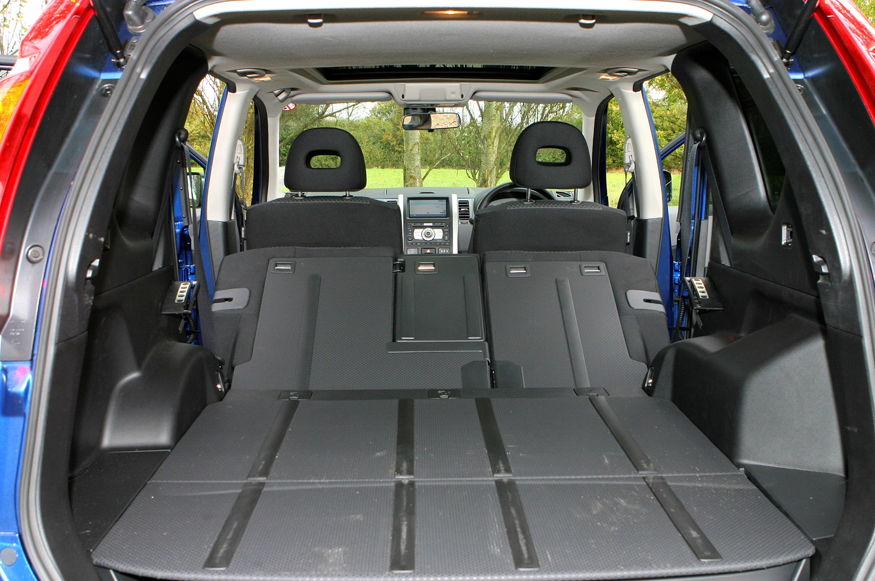 nissan x trail station wagon 2007 2014 features. Black Bedroom Furniture Sets. Home Design Ideas