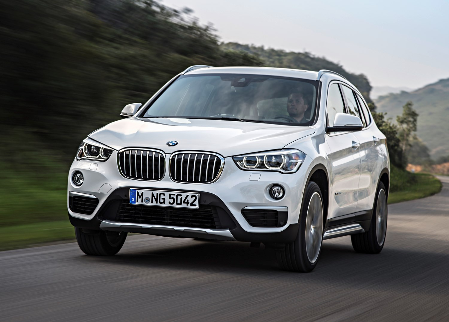 bmw x1 suv 2015 driving performance parkers. Black Bedroom Furniture Sets. Home Design Ideas