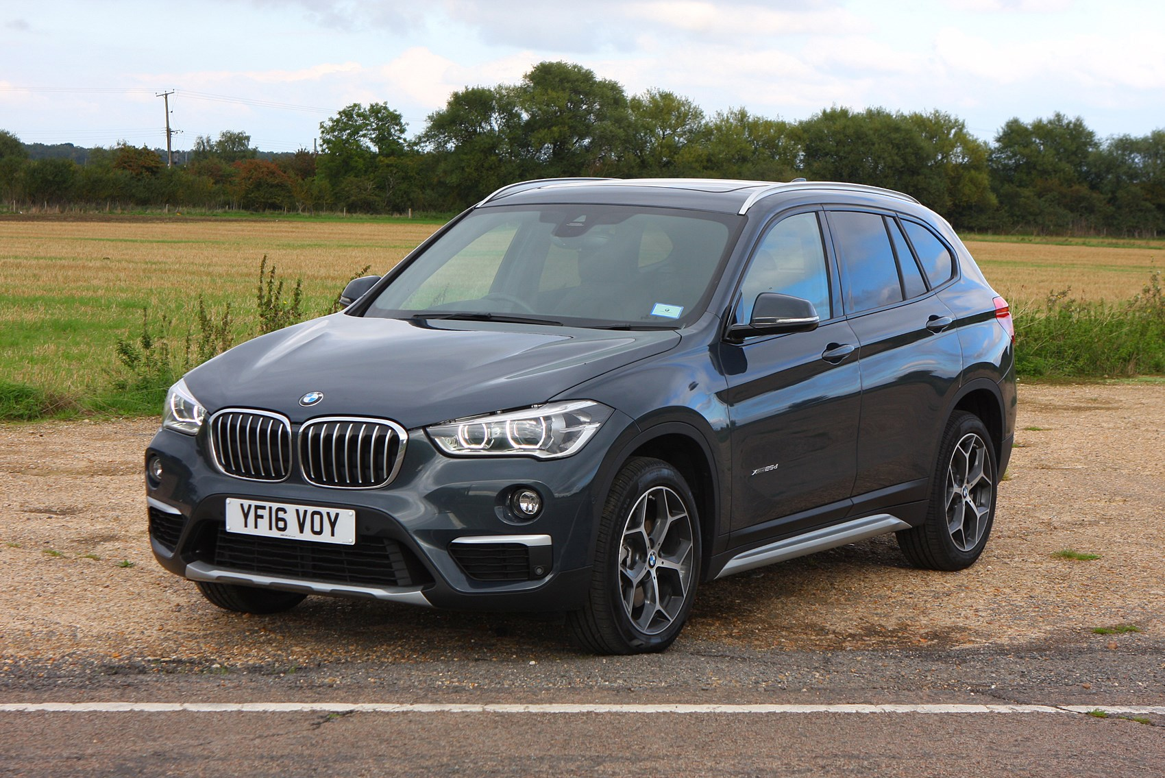 bmw x1 suv 2015 photos parkers. Black Bedroom Furniture Sets. Home Design Ideas
