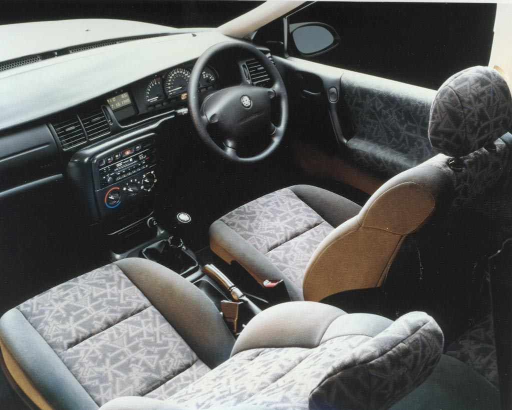 vauxhall vectra hatchback 1995 2002 photos parkers. Black Bedroom Furniture Sets. Home Design Ideas