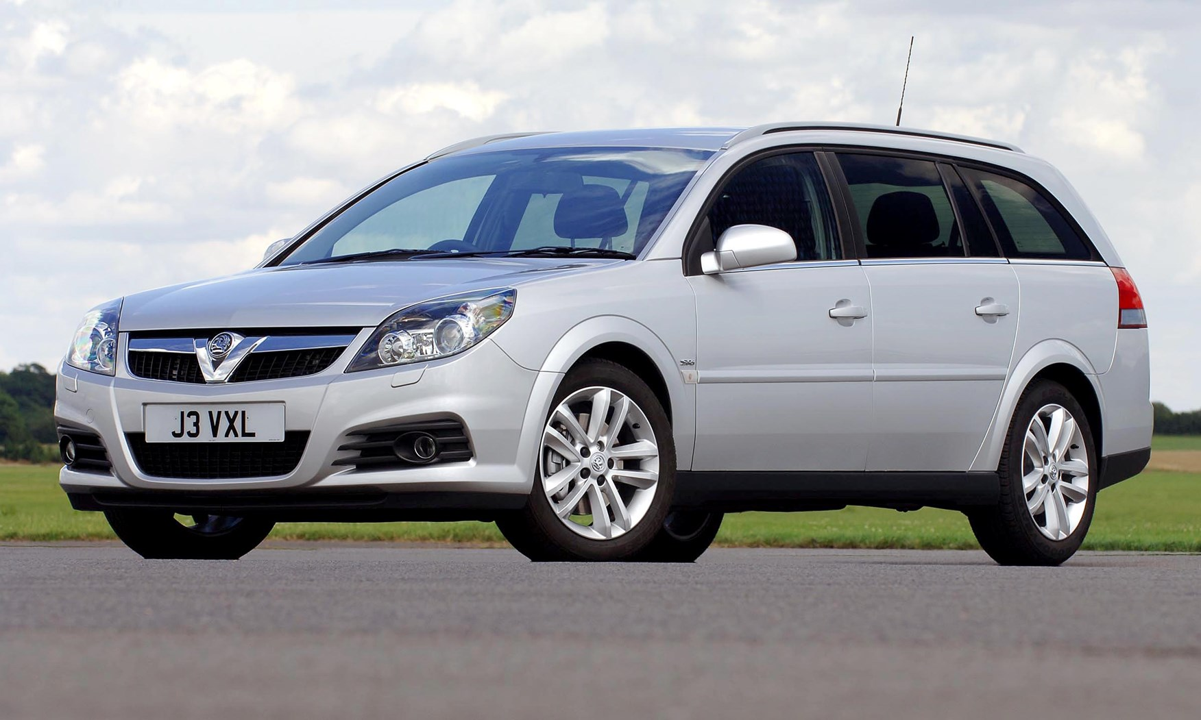 Vauxhall vauxhall vxr8 estate : Vauxhall Vectra Estate (2005 - 2008) Photos | Parkers