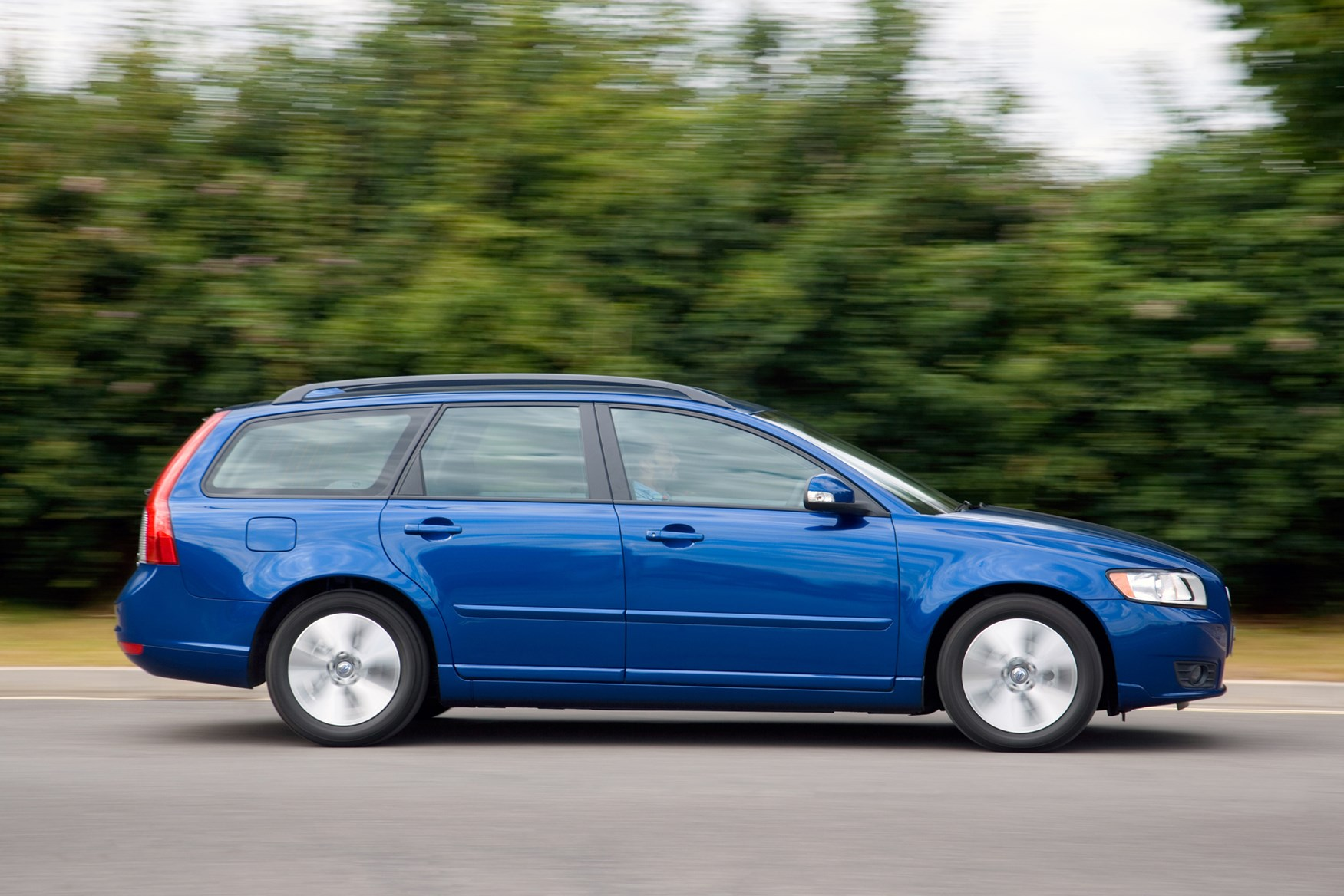 View all images of the volvo v50 04 12