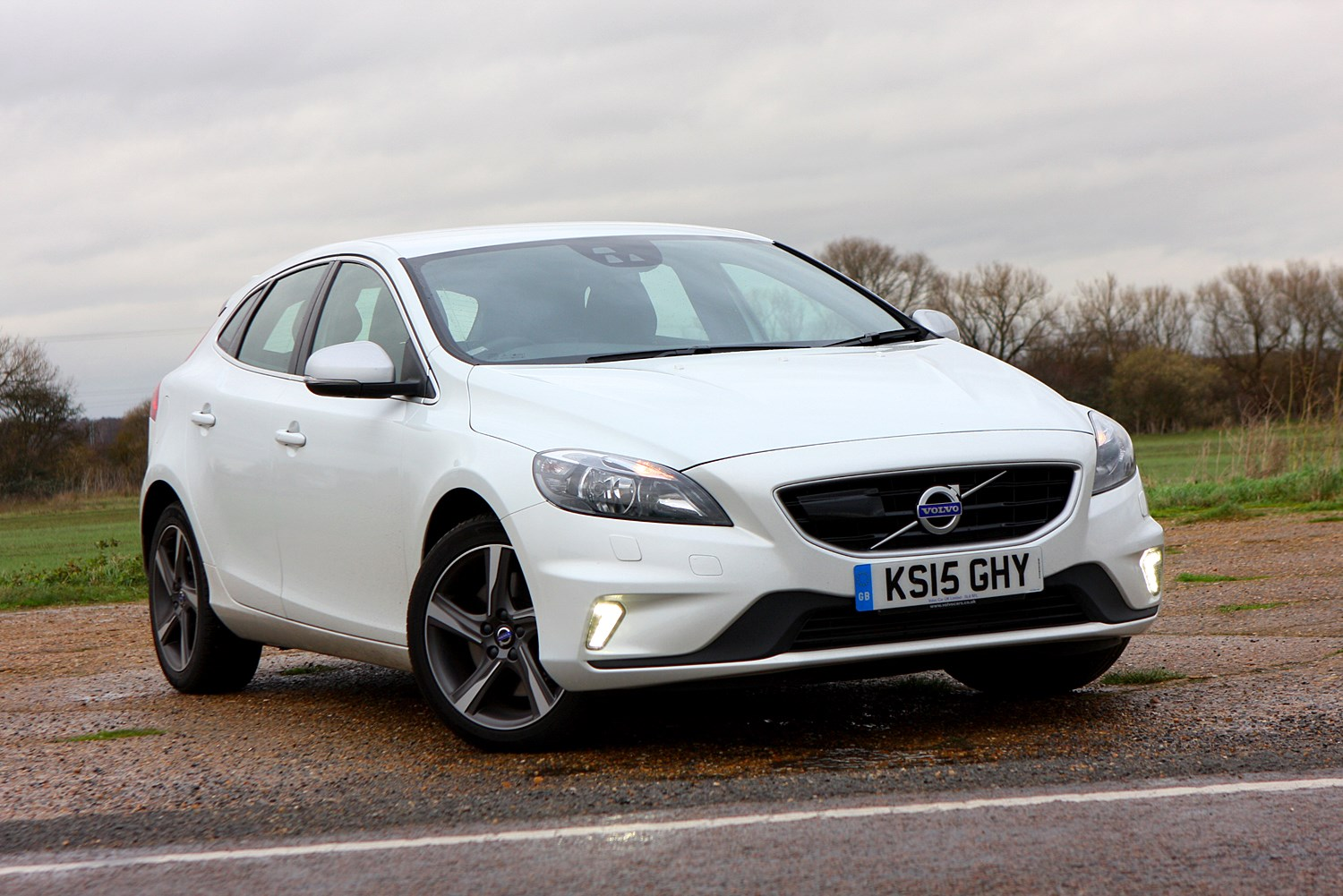 volvo v40 hatchback 2012 photos parkers. Black Bedroom Furniture Sets. Home Design Ideas