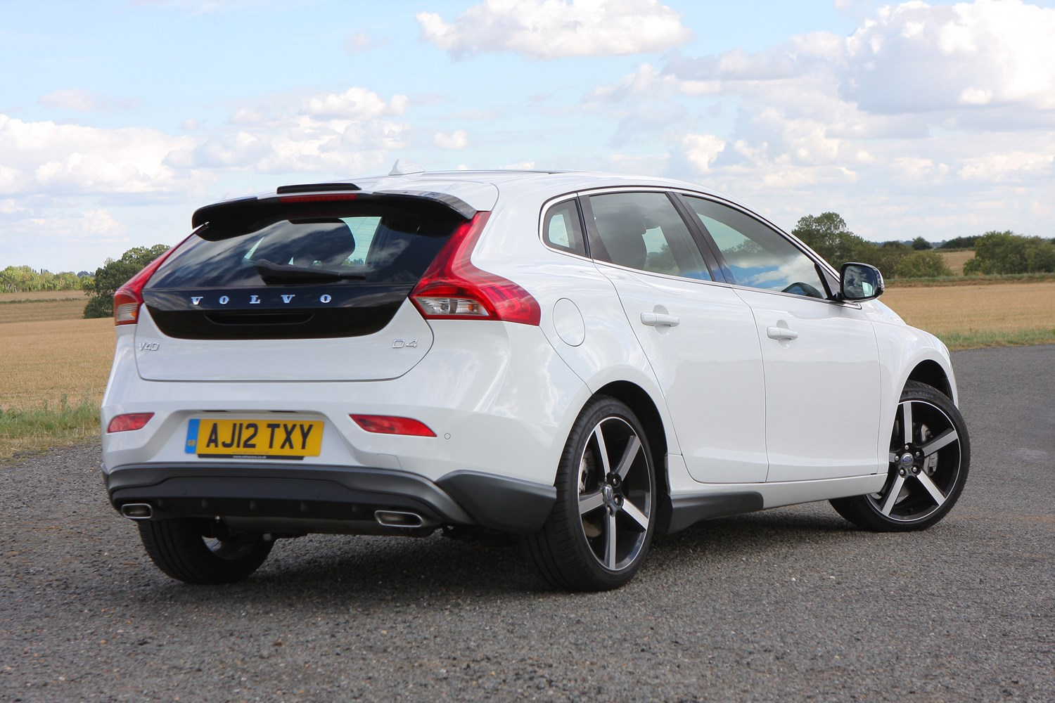 Volvo V >> Volvo V40 Hatchback (2012 - ) Photos | Parkers
