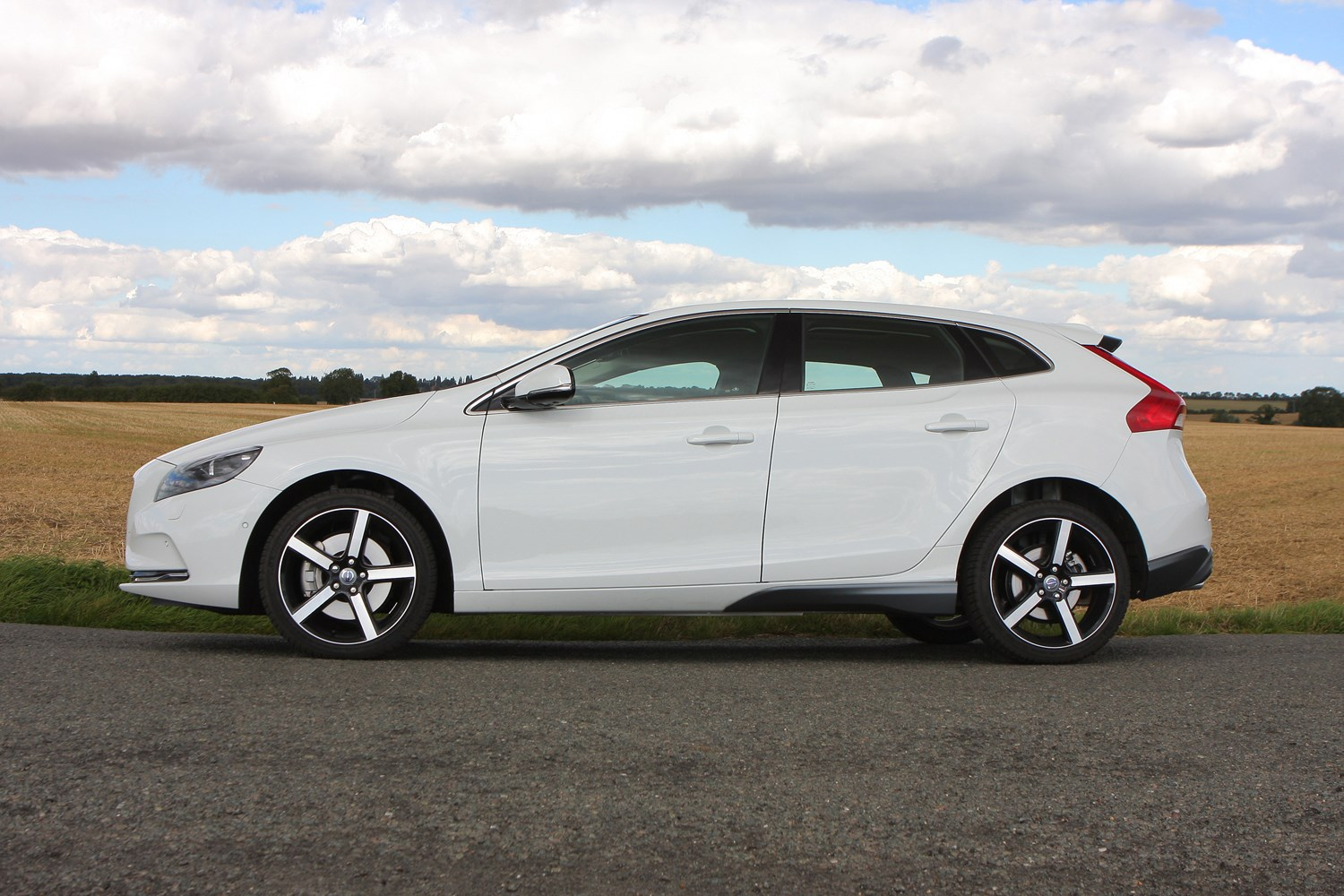 Volvo V40 Hatchback 2012 Photos Parkers