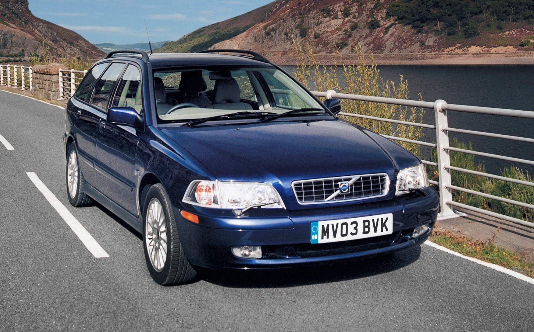 volvo v40 estate 1996 2004 photos parkers. Black Bedroom Furniture Sets. Home Design Ideas