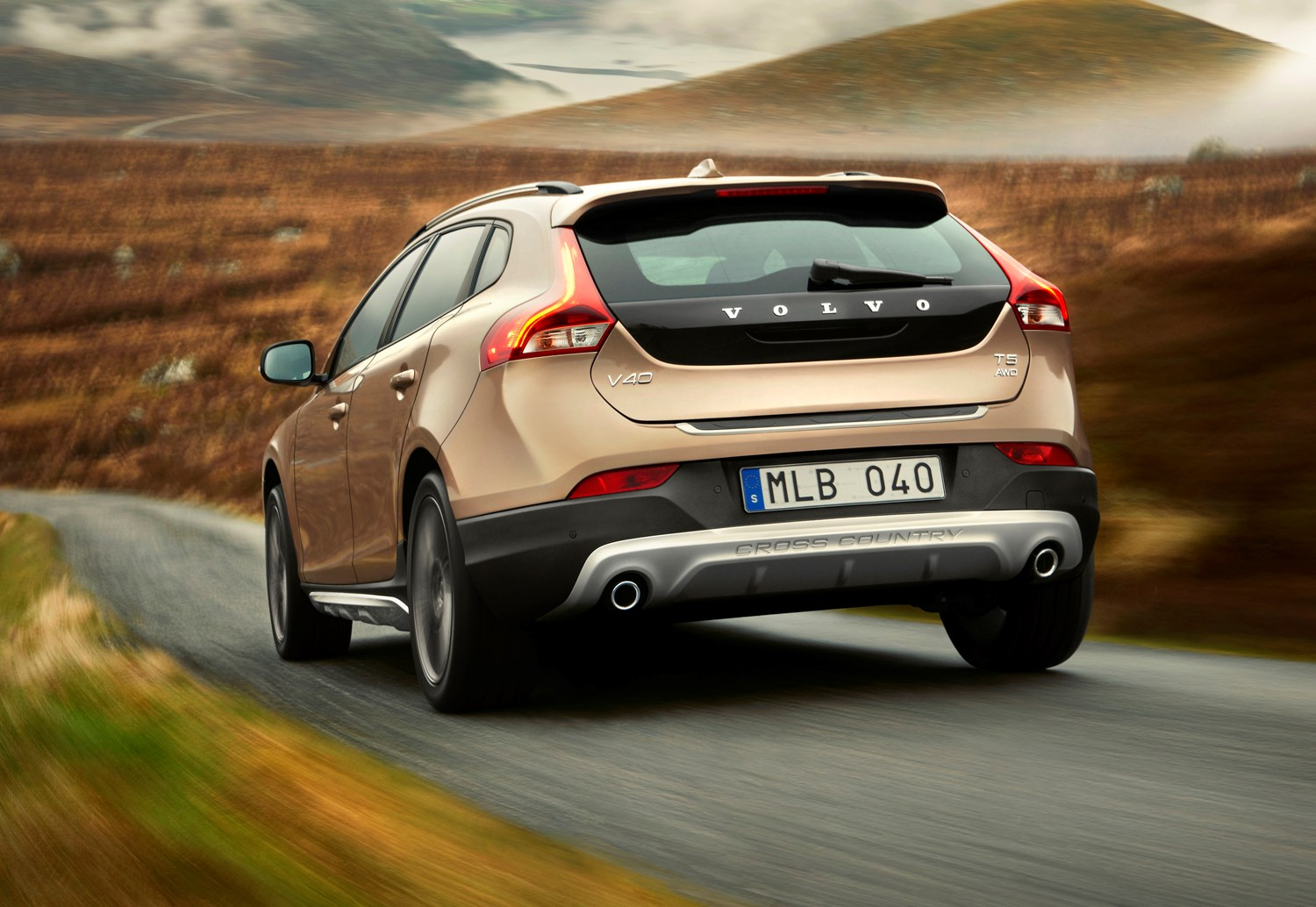 volvo v40 cross country 2013 driving performance. Black Bedroom Furniture Sets. Home Design Ideas