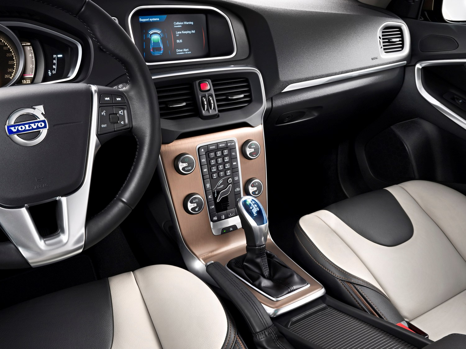 Volvo v40 cross country review 2013 parkers for Interieur xc40