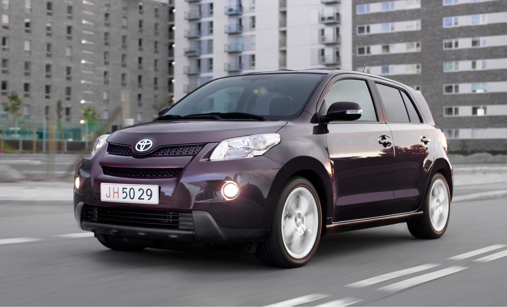 featured cars for sale toyota urban cruiser estate 1 3 dual vvt i 2wd