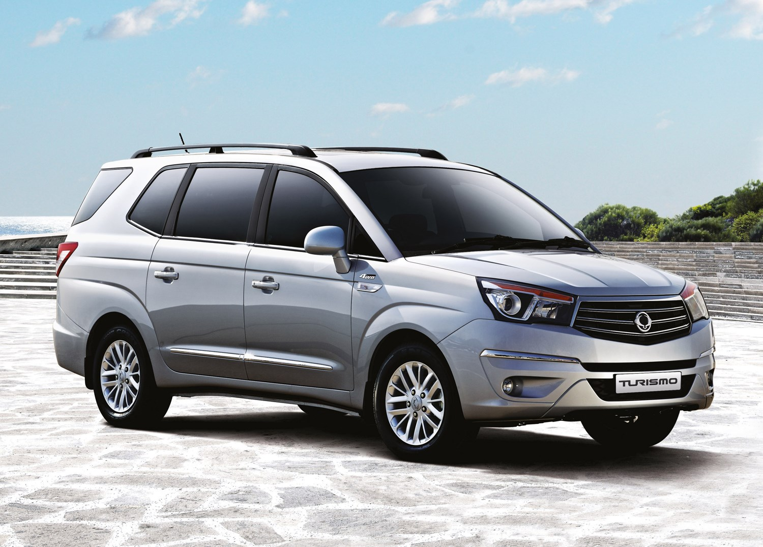 SsangYong Turismo Estate (2013 - ) Photos | Parkers