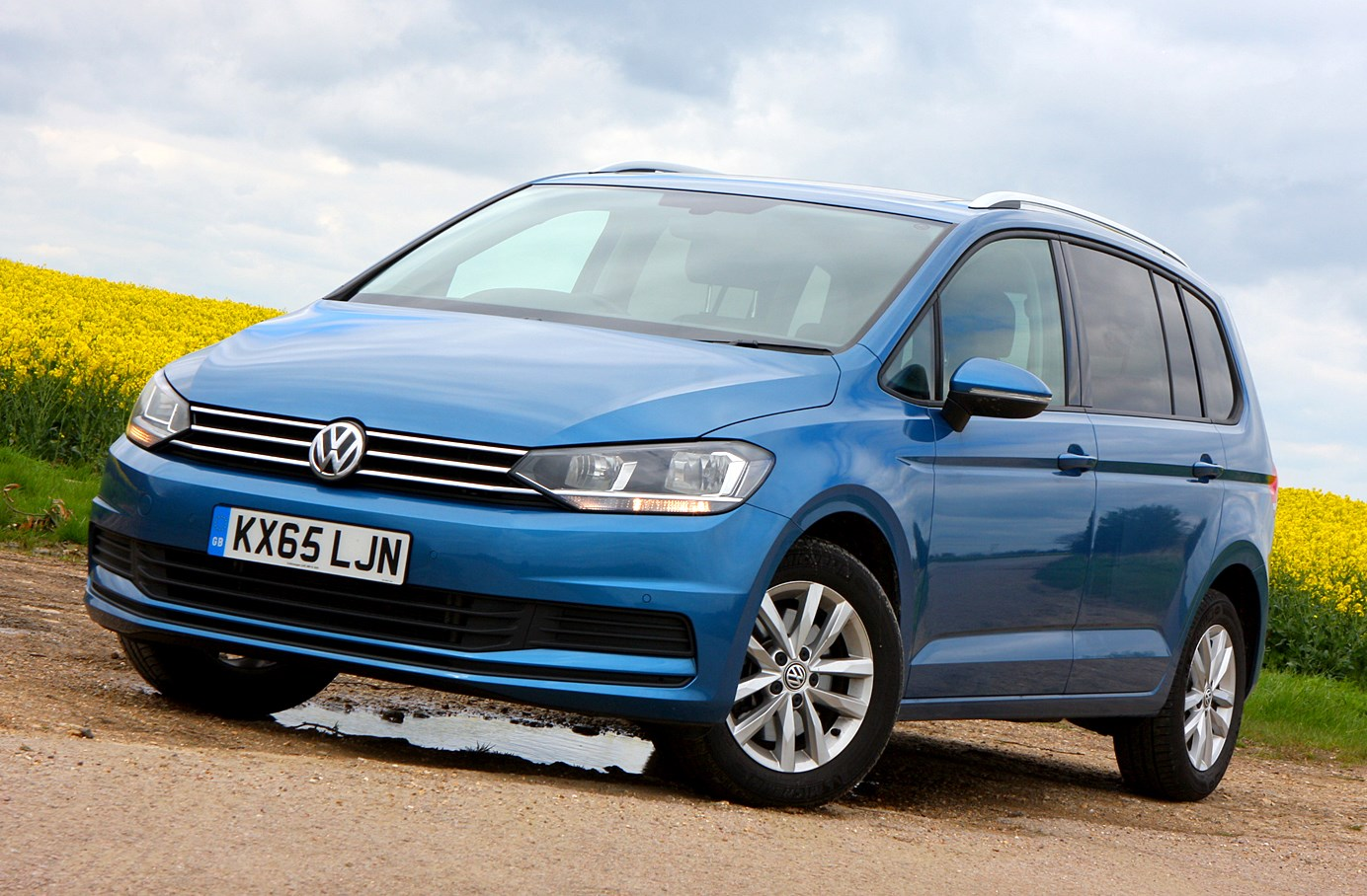 volkswagen touran estate 2015 photos parkers. Black Bedroom Furniture Sets. Home Design Ideas