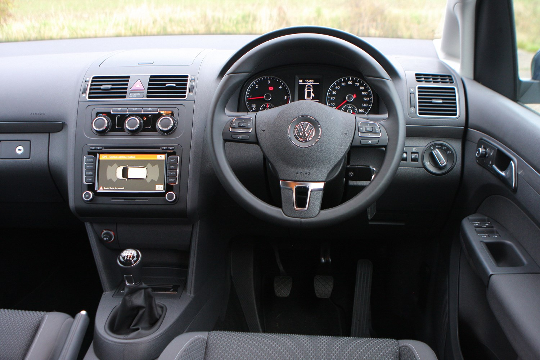 Volkswagen touran estate 2010 2015 photos parkers for Interior touran