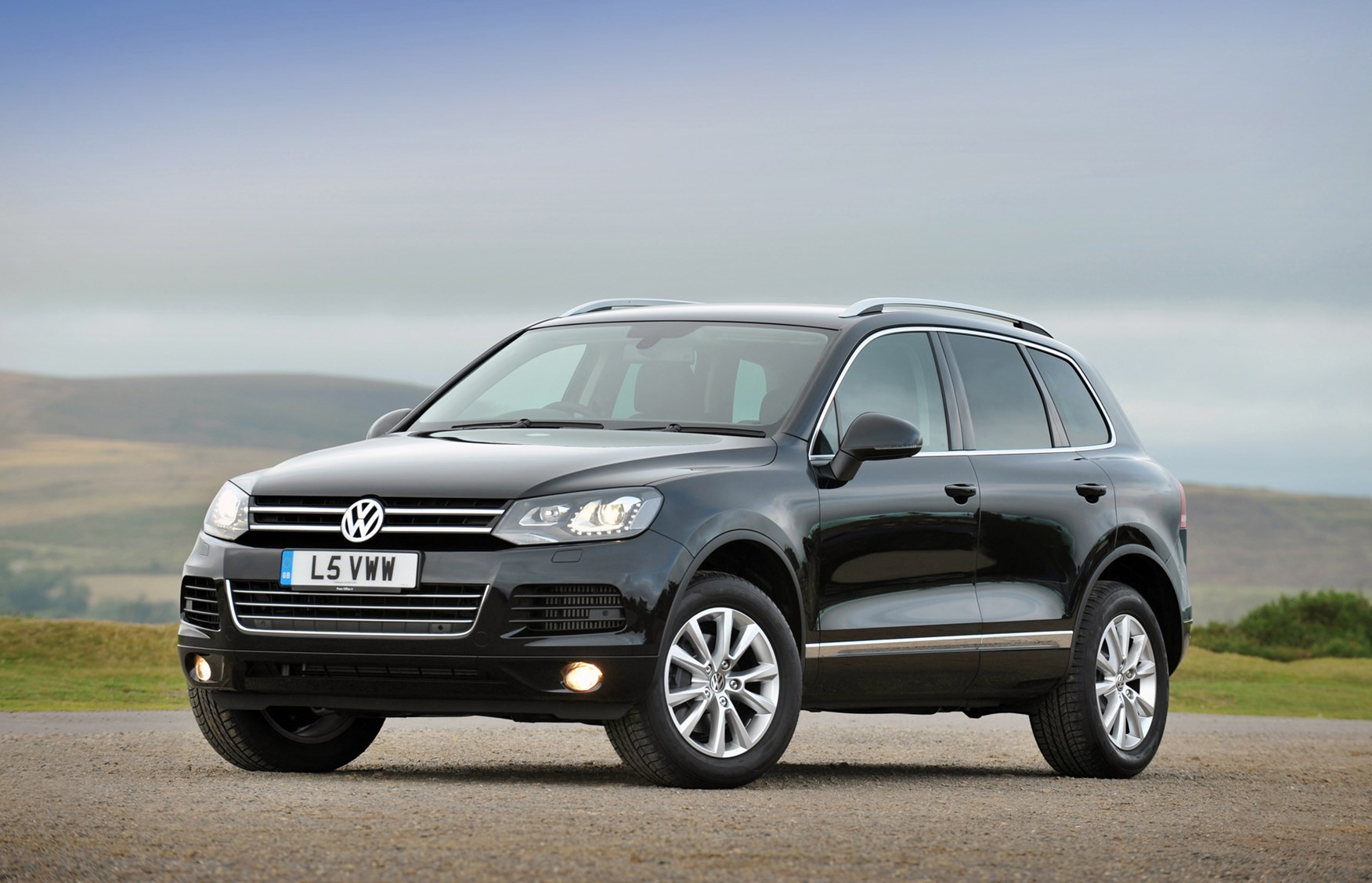volkswagen touareg estate 2010 photos parkers. Black Bedroom Furniture Sets. Home Design Ideas