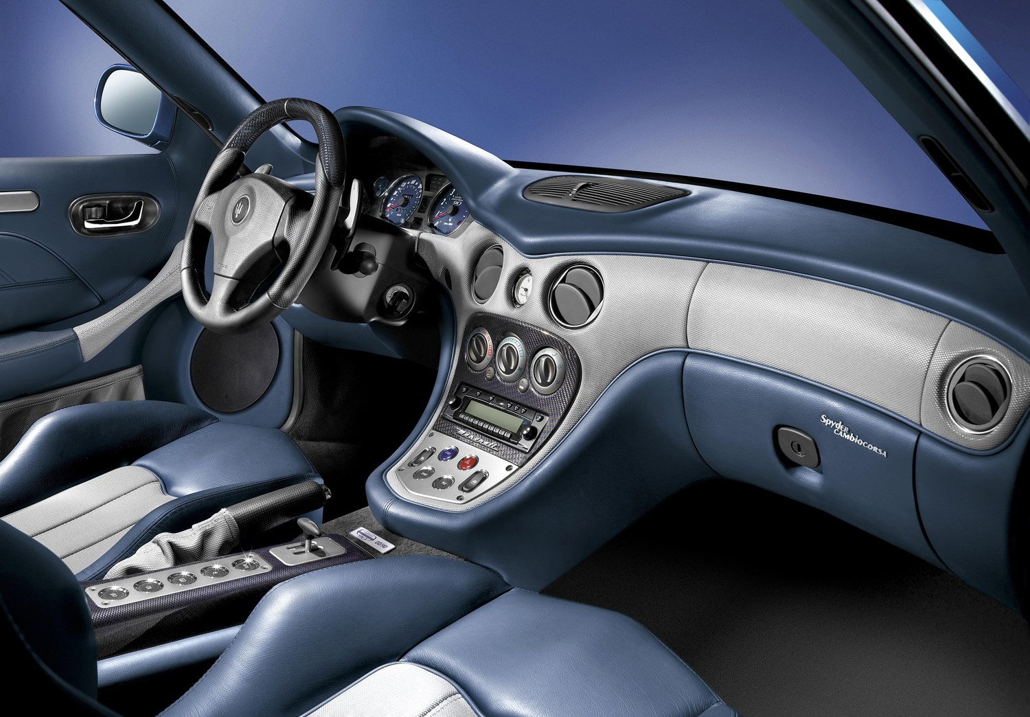 https://parkers-images.bauersecure.com/pagefiles/190974/interior-detail/spyder90th_13.jpg