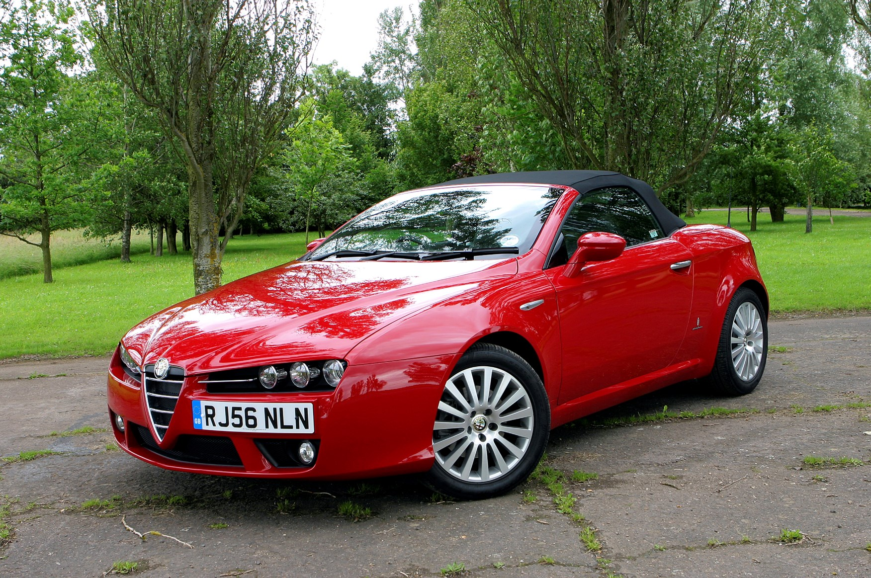 Alfa Romeo Spider Convertible Review (2007 - 2010) | Parkers