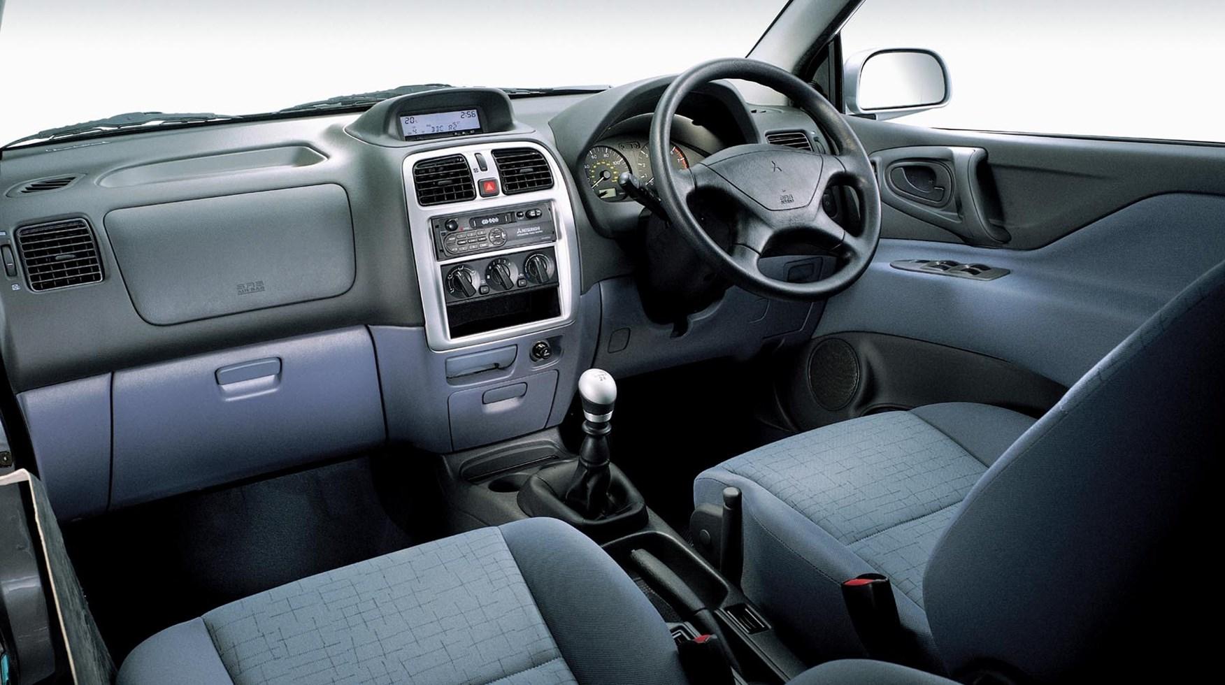 mitsubishi space star hatchback 1999 2005 driving. Black Bedroom Furniture Sets. Home Design Ideas