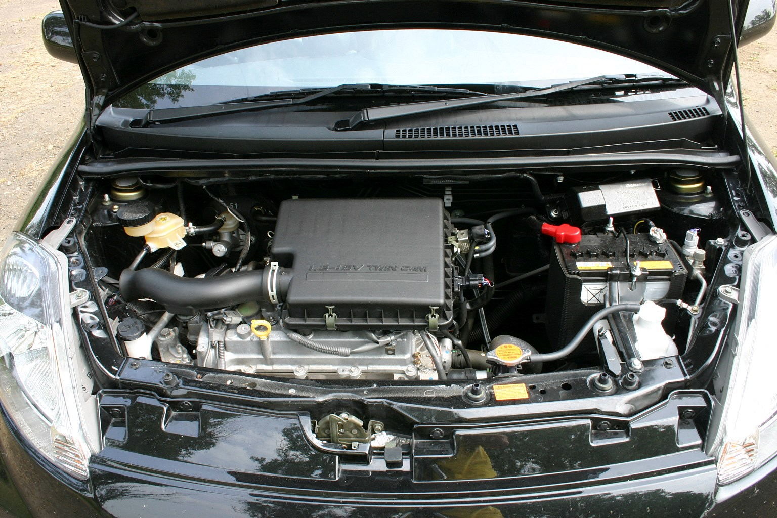 Daihatsu Sirion Hatchback 2005 2010 Photos Parkers