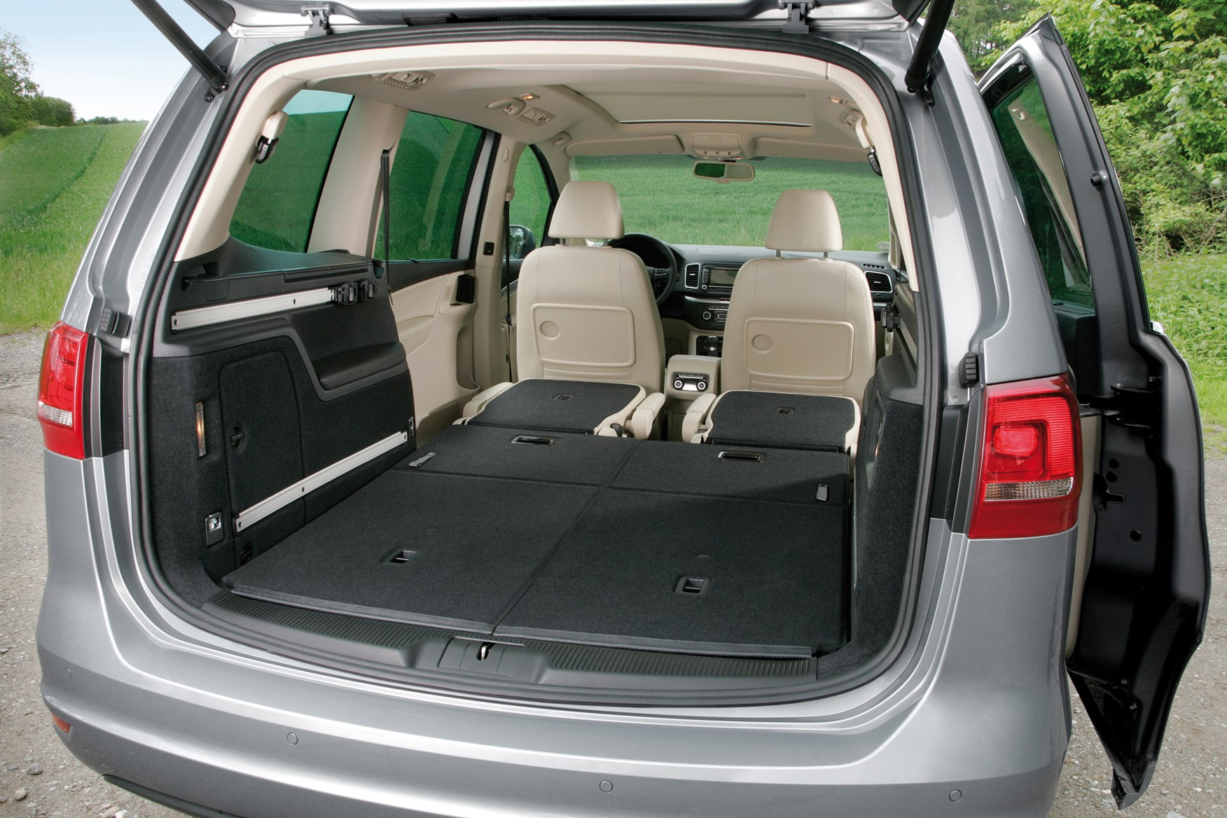 Volkswagen Sharan Estate (2010 - ) Features, Equipment and ...