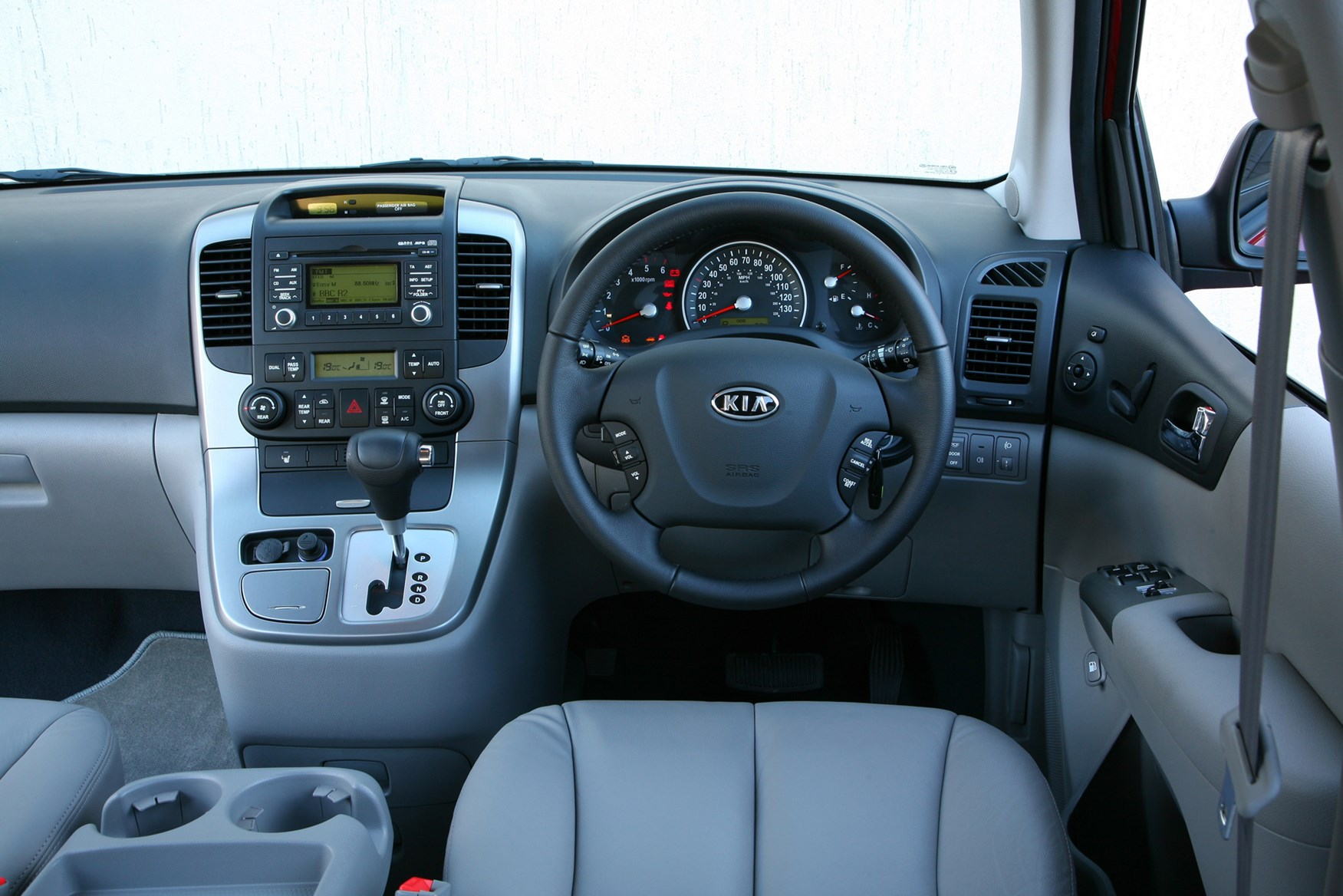 View all images of the kia sedona 06 12