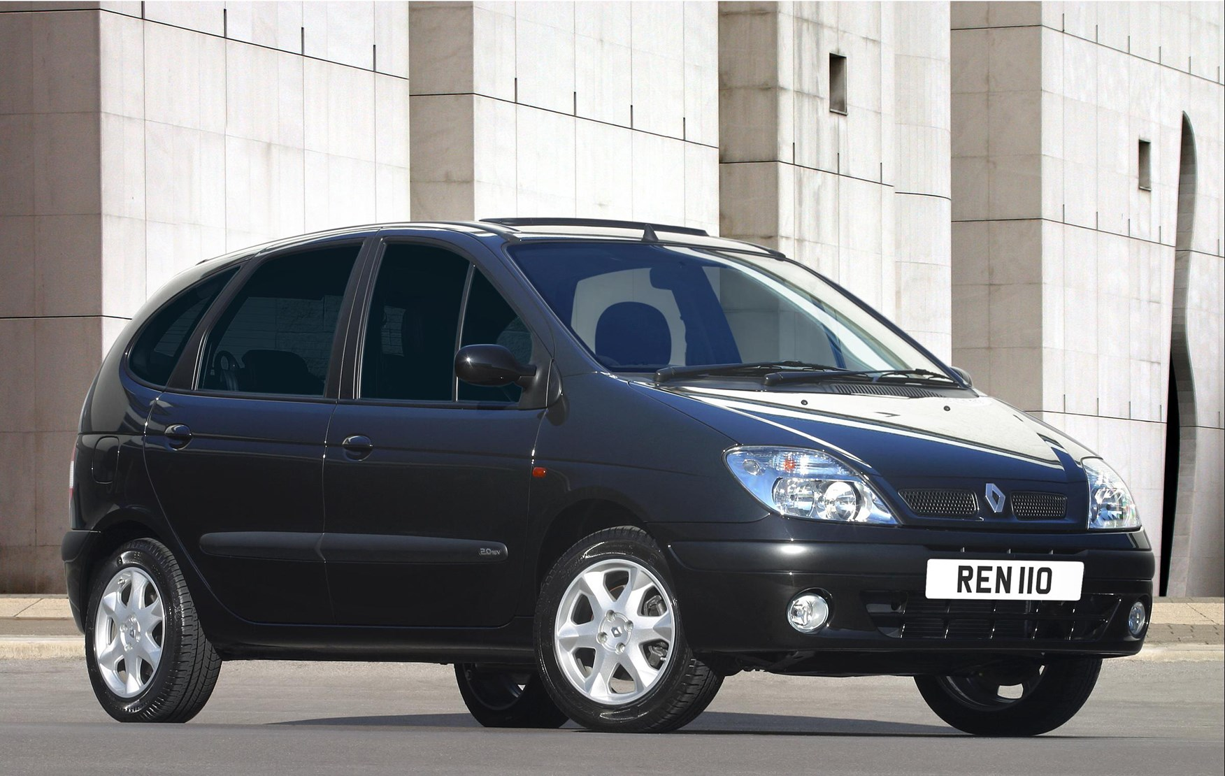 How Much Is Tax >> Renault Scenic Estate (1999 - 2003) Photos | Parkers