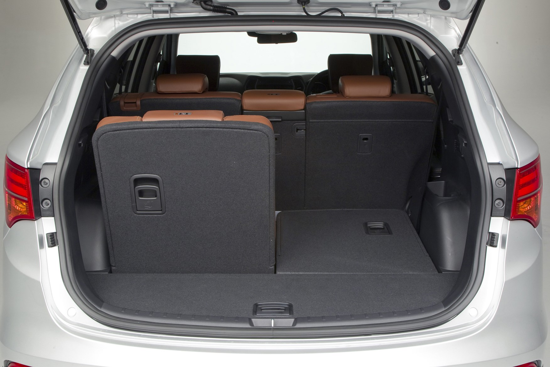 hyundai santa fe estate 2012 features equipment and accessories parkers. Black Bedroom Furniture Sets. Home Design Ideas