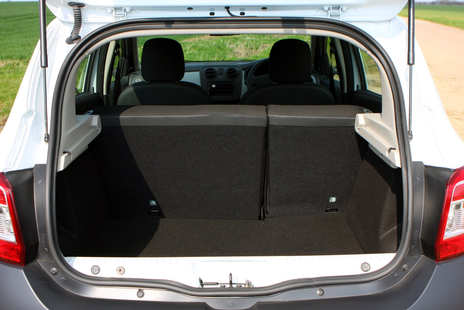 dacia sandero hatchback 2013 photos parkers. Black Bedroom Furniture Sets. Home Design Ideas