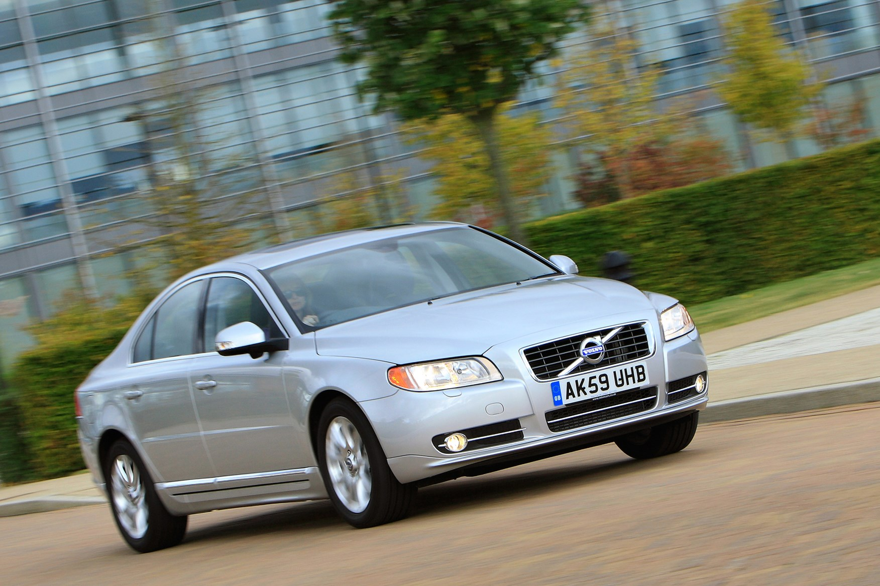 Volvo s80 saloon 2006 2016 driving performance parkers view all images of the volvo s80 06 16 publicscrutiny Image collections