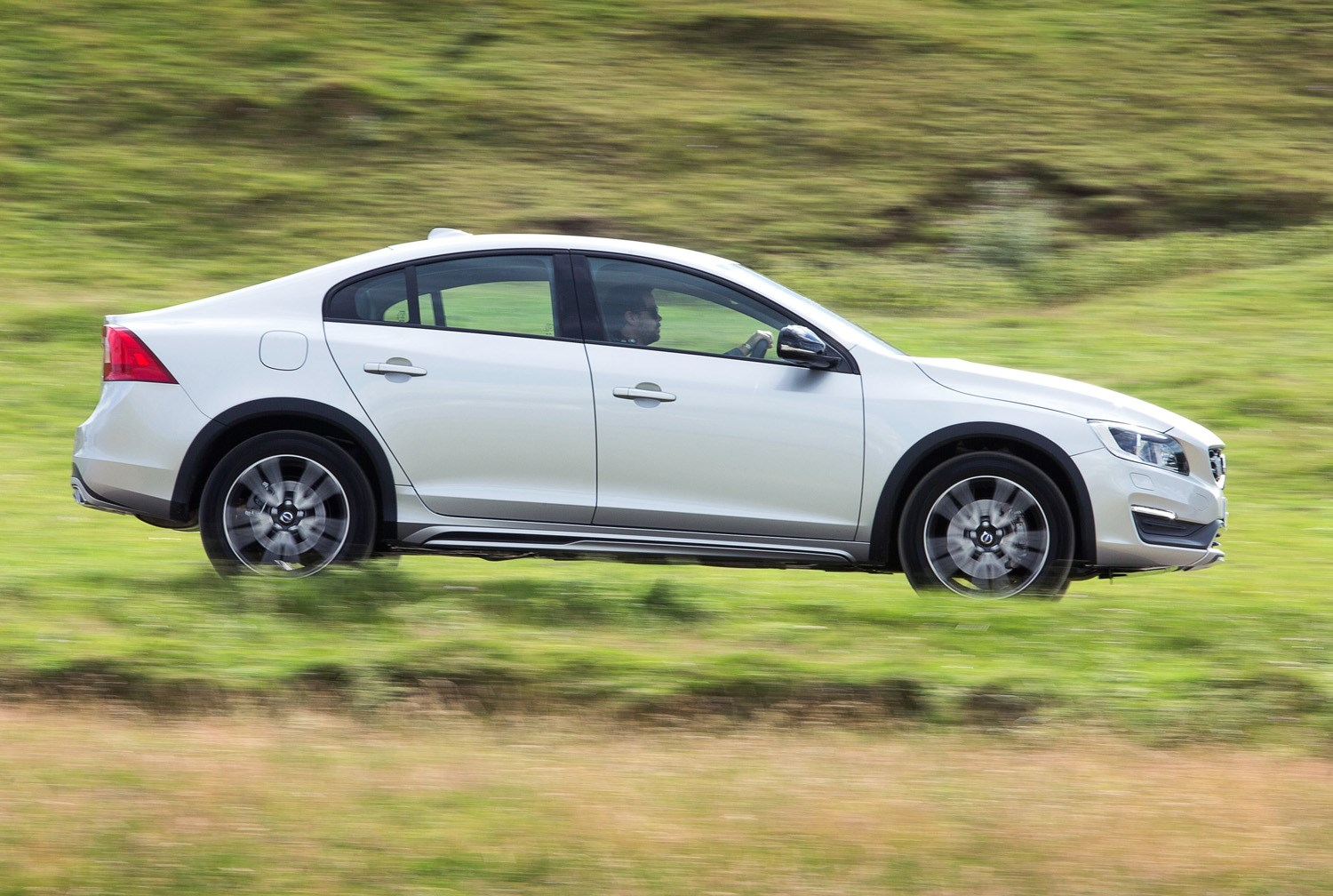 Volvo v60 cross country review 2015 parkers - View All Images Of The Volvo S60 Cross Country 15 16