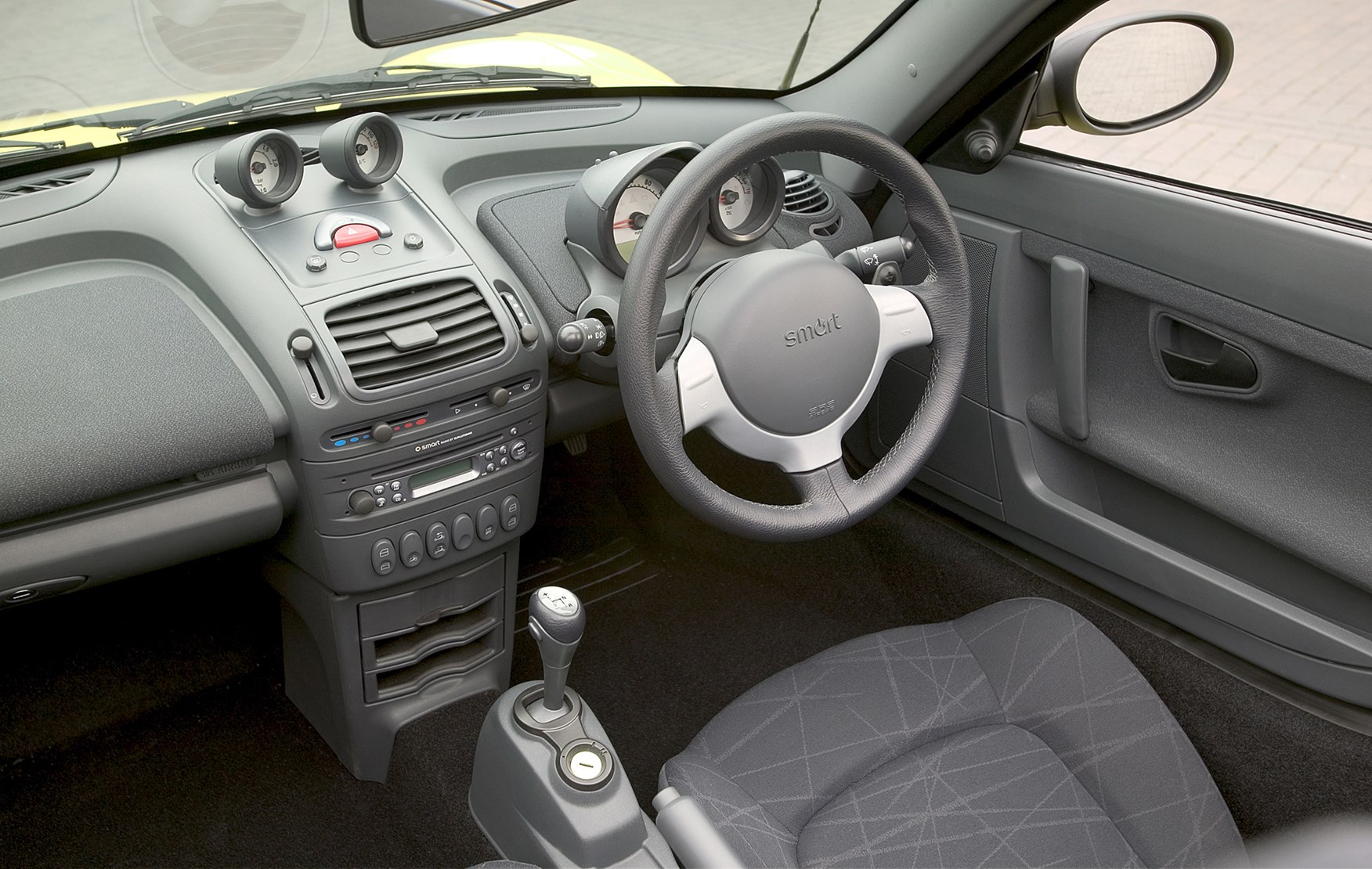 View all images of the smart roadster 03 07