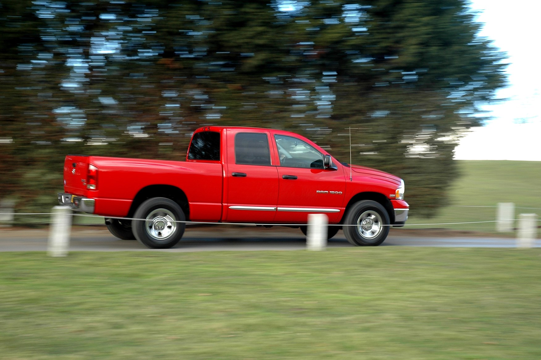 dodge ram v8 laramie 4x4 2005 2007 driving performance parkers. Black Bedroom Furniture Sets. Home Design Ideas