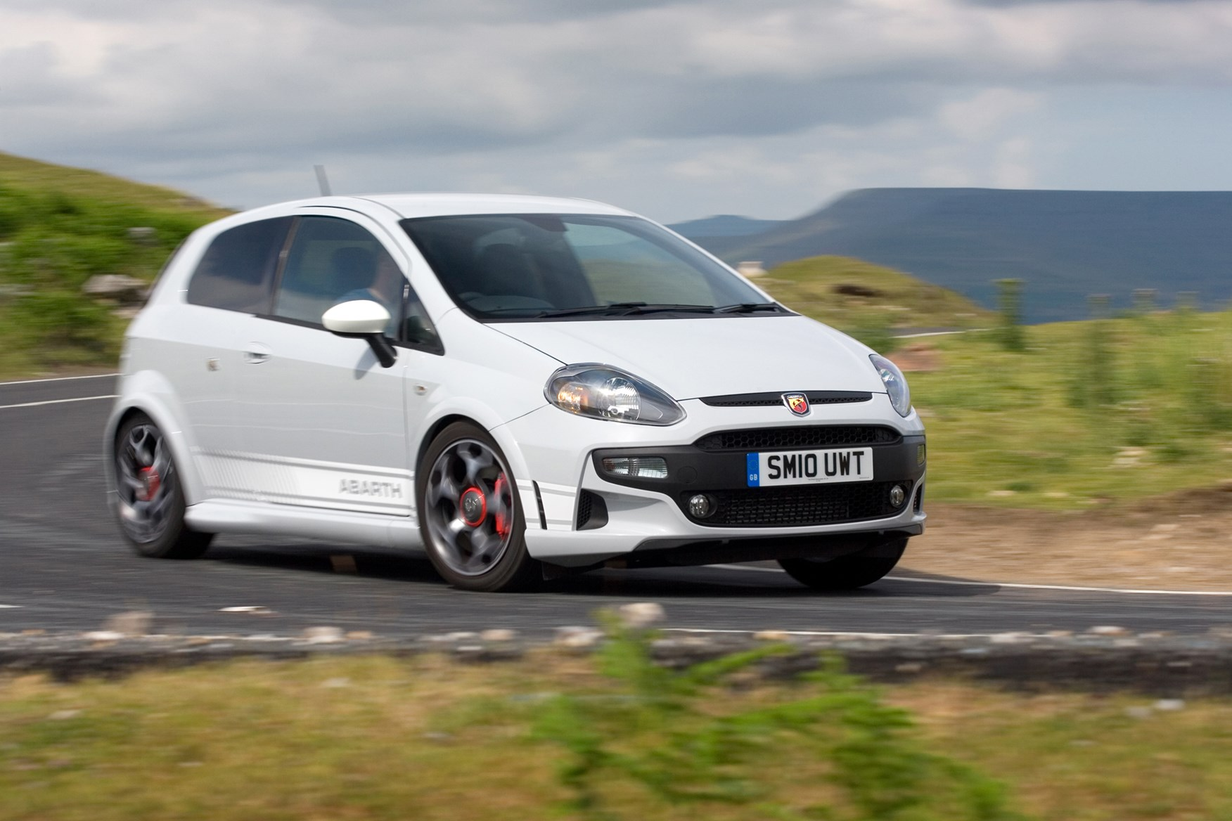 abarth punto evo hatchback 2010 2013 driving performance parkers. Black Bedroom Furniture Sets. Home Design Ideas
