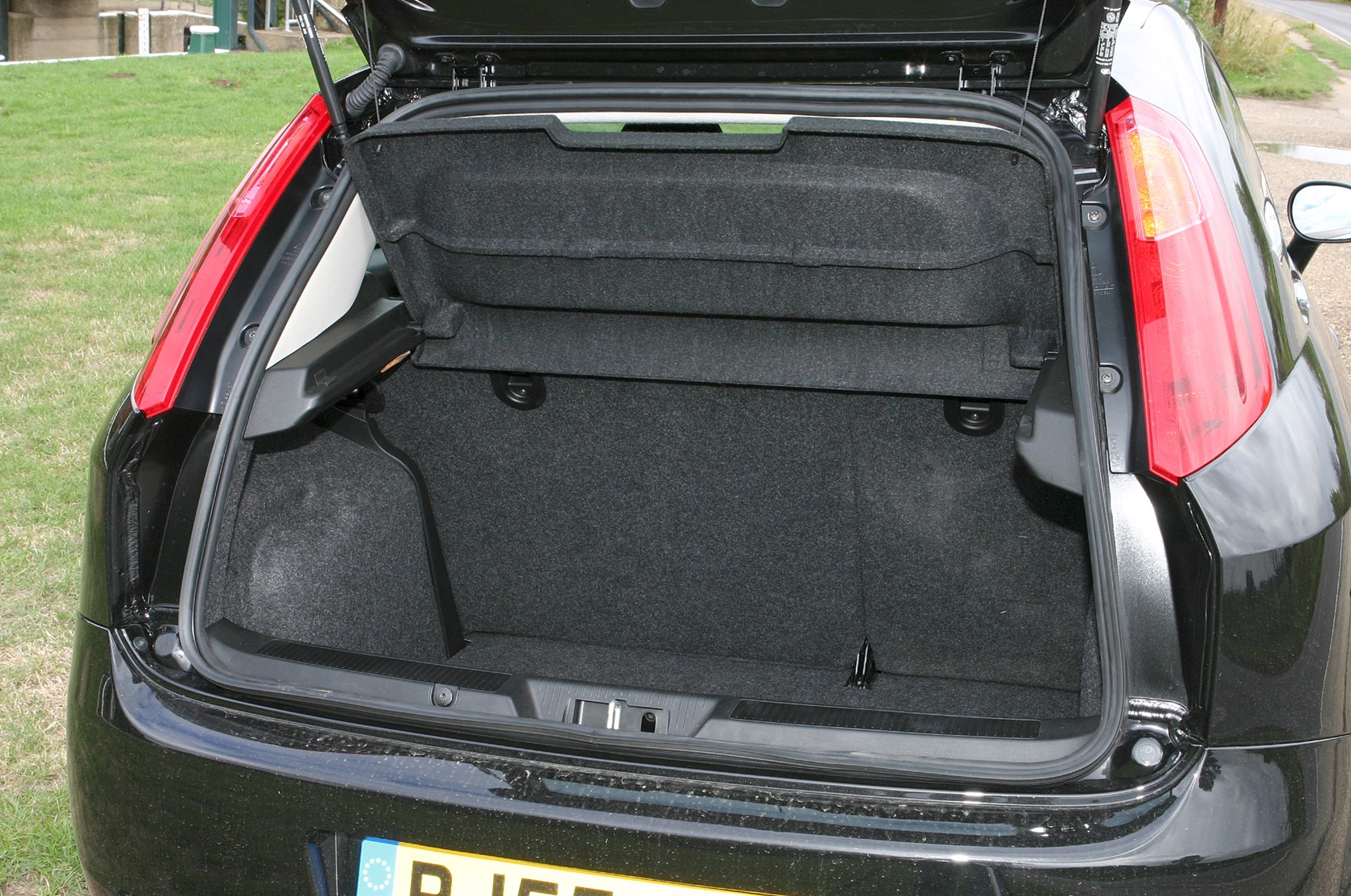 Fiat Punto Hatchback (2003 - 2006) Features, Equipment and ... on jeep patriot price, mazda mx5 price, fiat multipla price, peugeot 206 price, nissan cube price, fiat mini price, fiat 500x price, fiat abarth price, toyota yaris price, honda jazz price, volkswagen jetta price, nissan altima price, audi s6 price, fiat 500 price, mitsubishi lancer price, ferrari 599 gtb fiorano price, dacia sandero price, ford fusion price, fiat cars, fiat sticker prices,