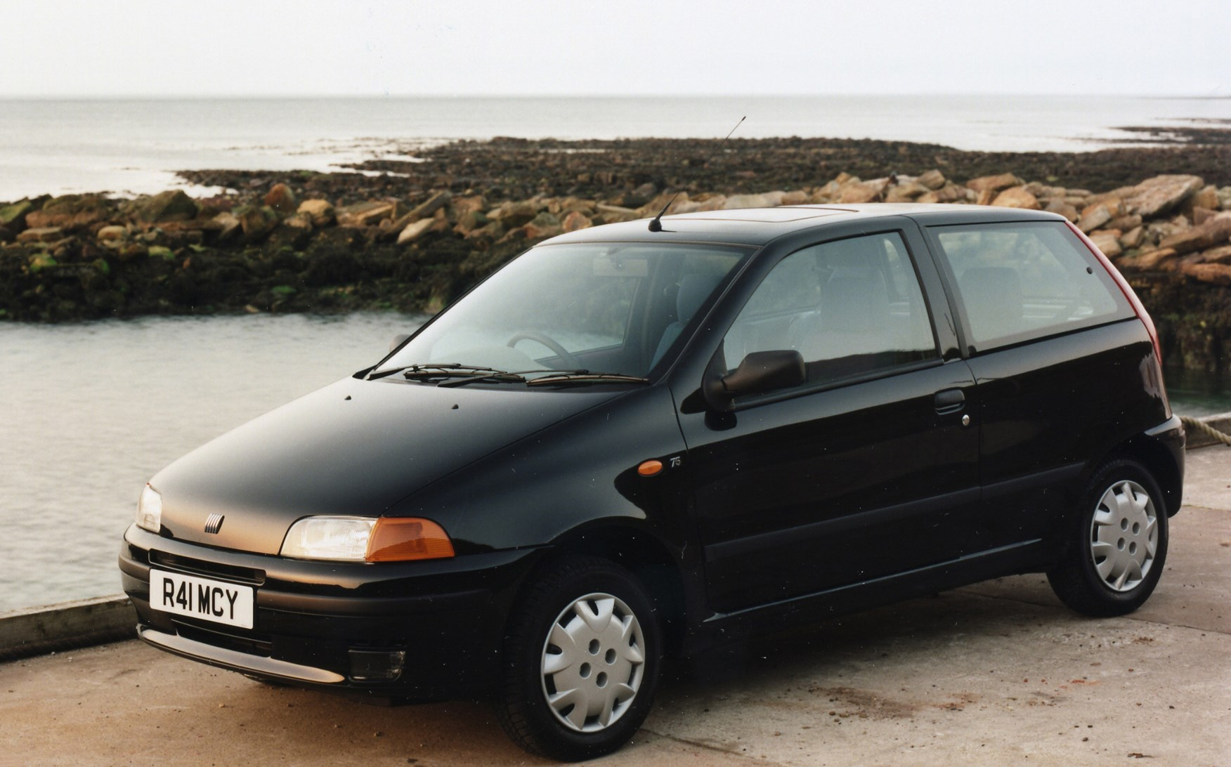 fiat punto hatchback 1994 1999 photos parkers. Black Bedroom Furniture Sets. Home Design Ideas