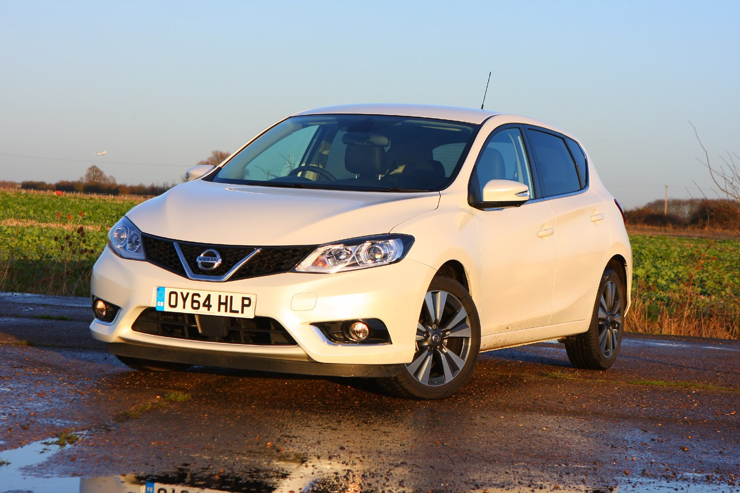 nissan pulsar hatchback 2014 photos parkers
