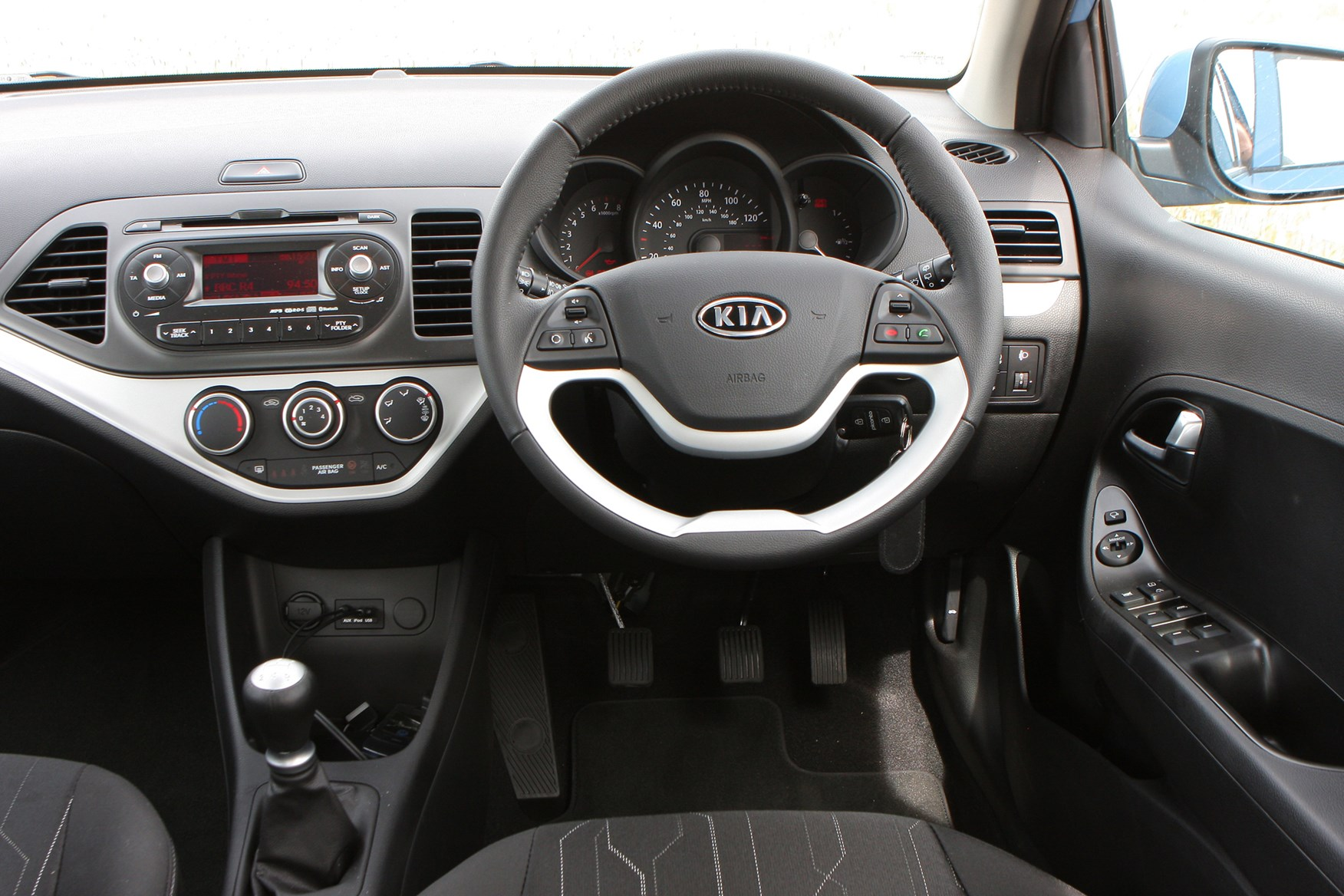 kia picanto hatchback 2011 features equipment and accessories parkers. Black Bedroom Furniture Sets. Home Design Ideas