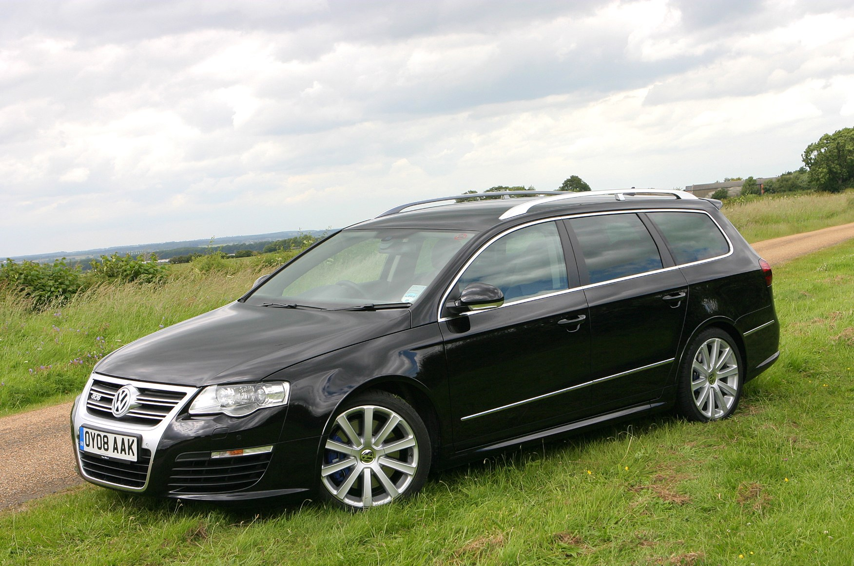volkswagen passat r36 2008 2010 photos parkers. Black Bedroom Furniture Sets. Home Design Ideas