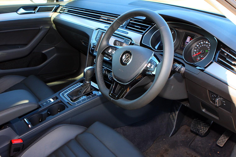 Volkswagen passat estate 2015 photos parkers for Volkswagen passat interior