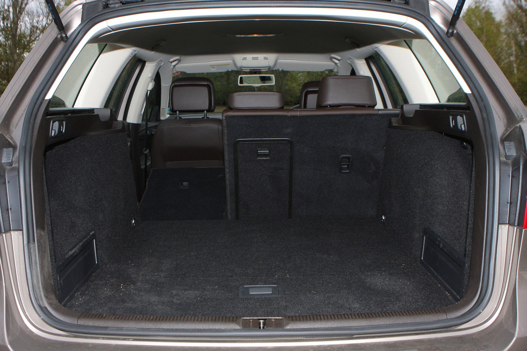 Volkswagen Passat Estate 2011 2014 Features Equipment