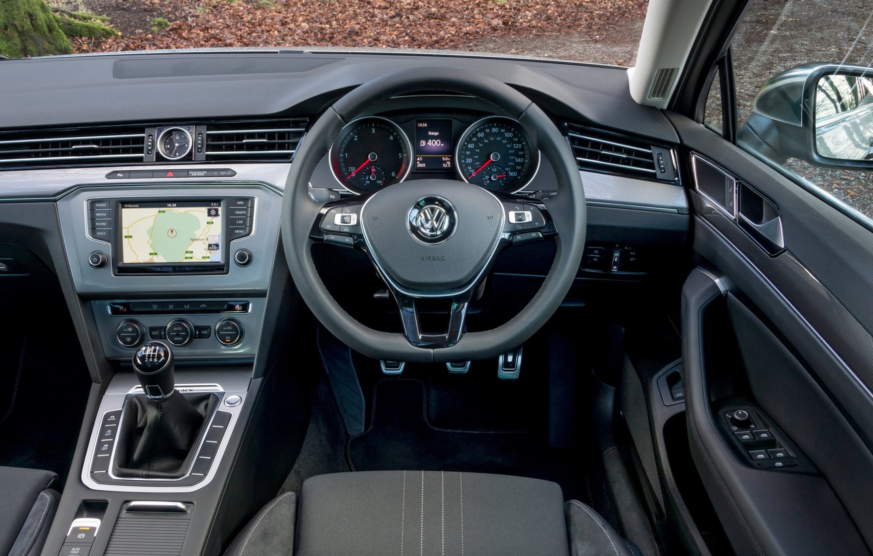 Volkswagen passat alltrack 2015 photos parkers for Volkswagen passat interior